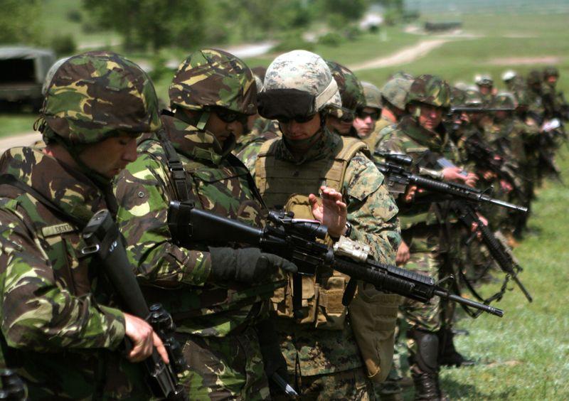 Victor Ponta: România vrea să-și consolideze capacitățile militare în fața 'pericolului' reprezentat de operațiunile ruse în Ucraina