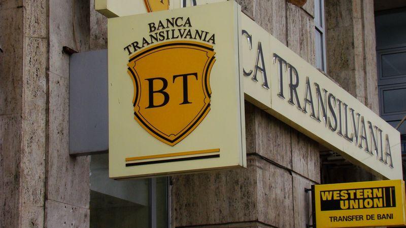 Acționarii Băncii Transilvania au aprobat fuziunea cu Volksbank România