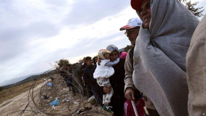 CRIZA IMIGRANŢILOR: UE se teme de apariţia unei noi rute a migraţiei, Albania-Italia, dacă Balcanii îşi închid graniţele