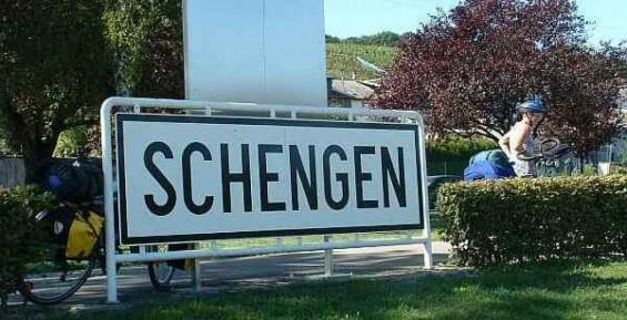 Abandonarea spaţiului Schengen ar costa scump Franţa şi statele membre