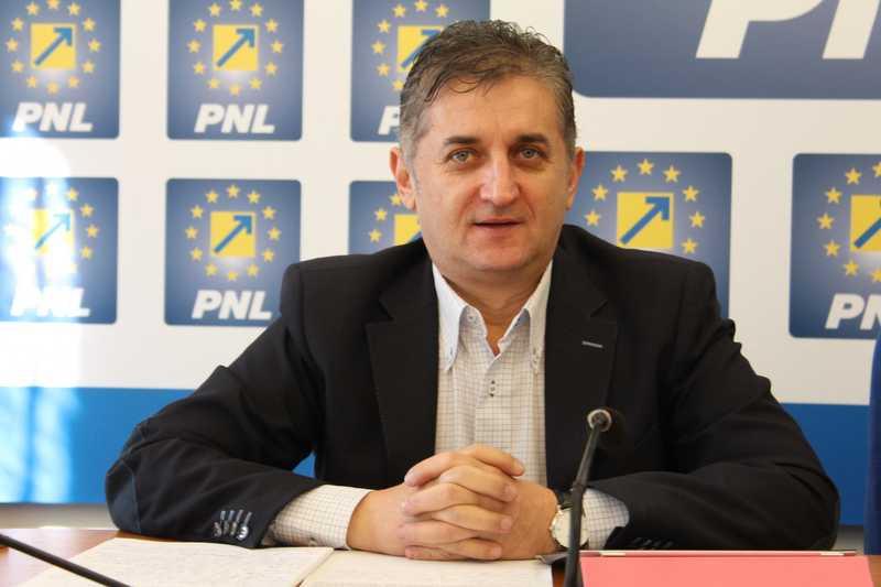 Deputatul Eusebiu Pistru: Consilierii de la Moneasa semnalează grave ilegalităţi ale primarului