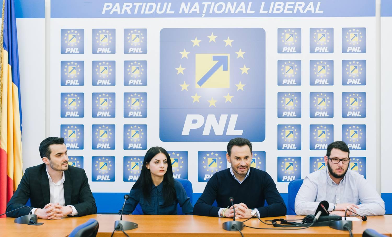 """Proiectul """"3 pentru Arad"""" a ajuns la 17 candidați. Primarul Falcă i-a prezentat pe ultimii 3 dintre aceștia"""