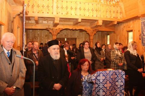"""Prezenţă arhierească în biserica din incinta Campusului studenţesc ,,Vasile Goldiş"""" din Arad"""