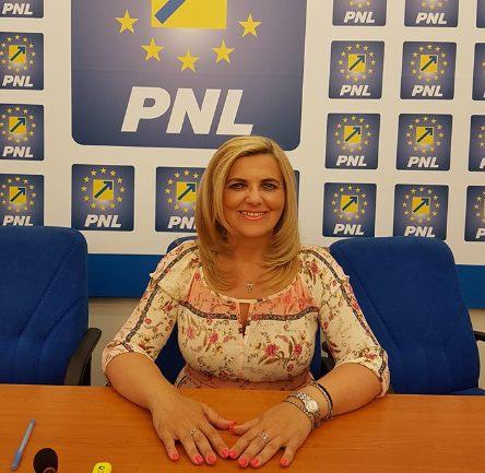 """Simona Stan (PNL): """" Consiliul Județean investește în dezvoltarea comunei Târnova!"""""""