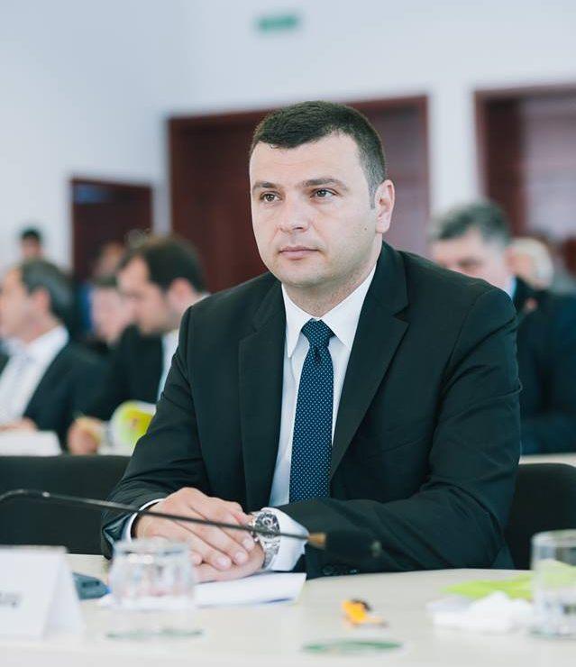 """Sergiu Bîlcea (PNL): """"PSD modifică programul de guvernare după cum bate vântul propriilor interese!"""""""